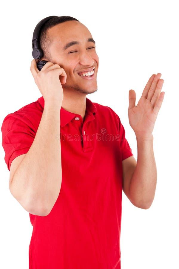 Svart man som har gyckel som lyssnar till musik royaltyfri foto