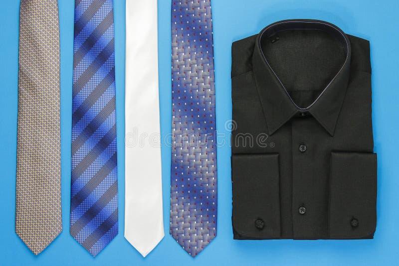 Svart manskjorta med band fotografering för bildbyråer