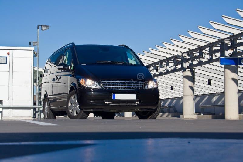 svart minivan royaltyfria foton