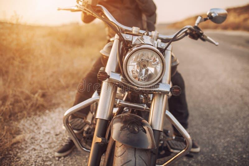 Svart moped på vägen royaltyfria foton
