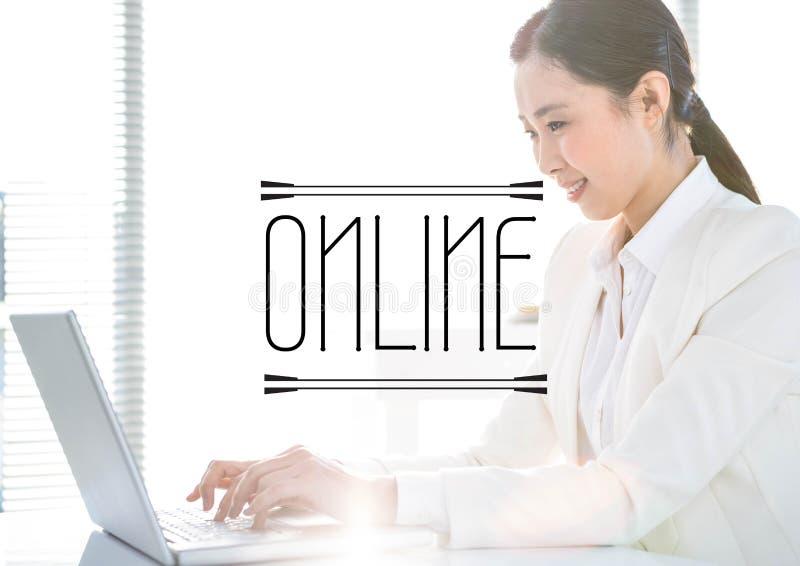 Svart online-text mot affärskvinna på bärbara datorn bredvid ljust fönster royaltyfri illustrationer