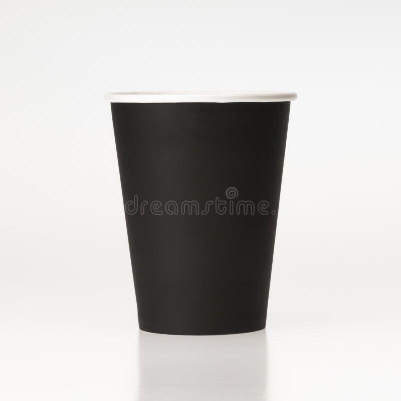 Svart pappers- kaffekopp på vit bakgrund royaltyfria foton