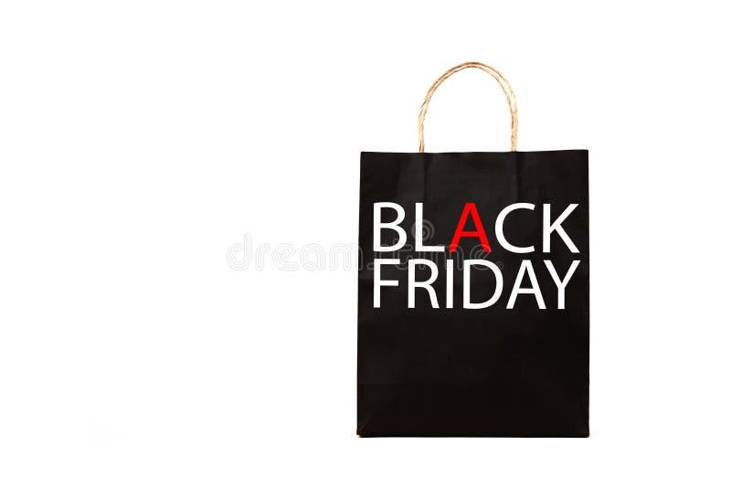 Svart pappers- påse med det svarta fredag ordet på vit bakgrund royaltyfri bild
