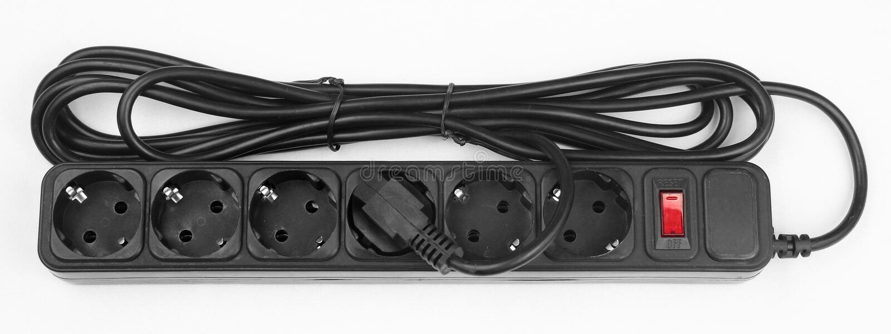 Svart plast- maktremsa med 6 elektriska uttag royaltyfria bilder