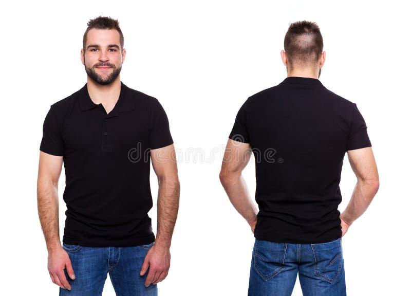 Svart poloskjorta med en krage på en ung man royaltyfri foto