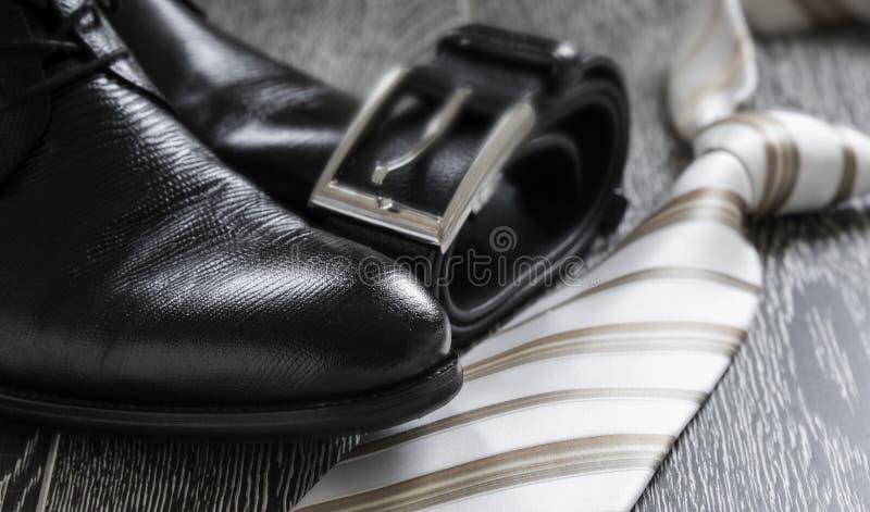 Svart rem och band för läderkänga arkivfoto