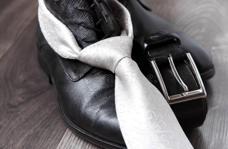Svart rem och band för läderkänga royaltyfri bild