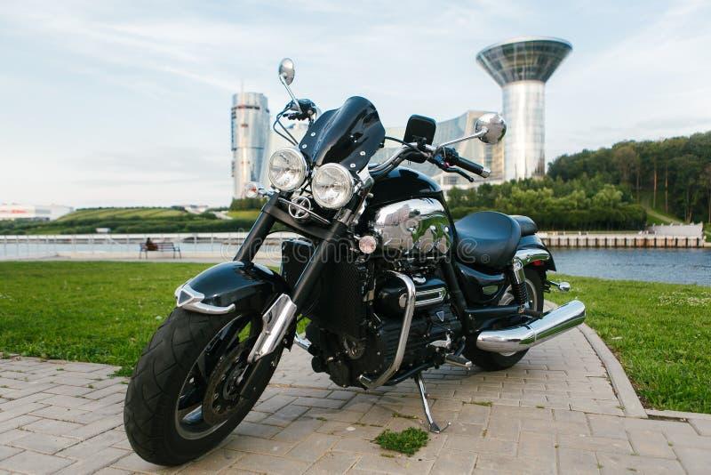 Svart roadstermotorcykel 2 royaltyfri fotografi
