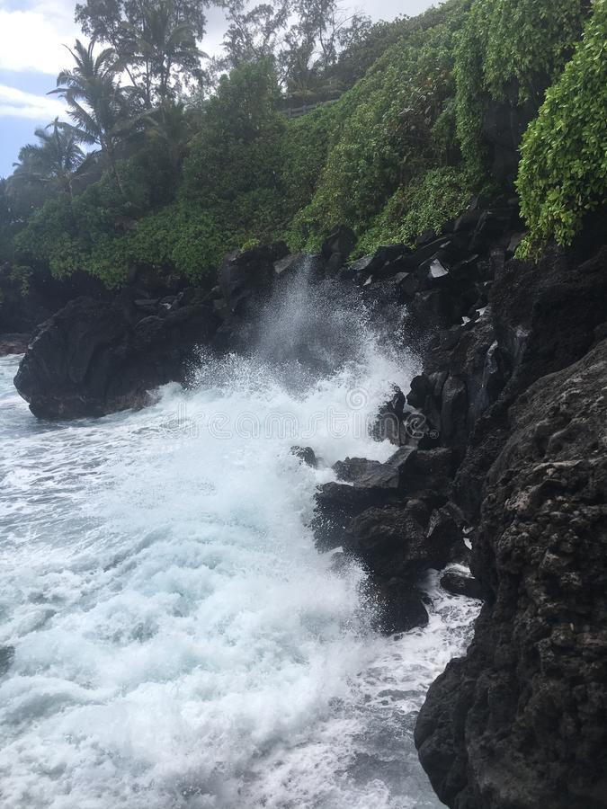 Svart sandstrand i Oahu fotografering för bildbyråer