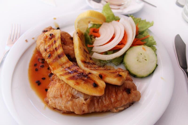 Svart scabbardfish med Fried Bananas royaltyfria bilder