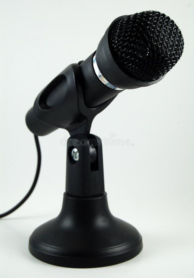 Svart skrivbords- mikrofon på ställning royaltyfri fotografi