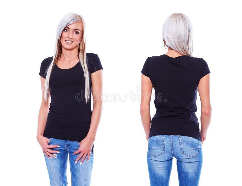Svart t-skjorta på en mall för ung kvinna arkivbilder