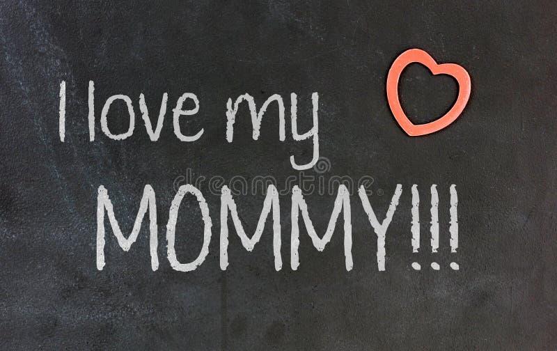 Svart tavla med liten röd hjärta - jag älskar min mamma arkivfoto