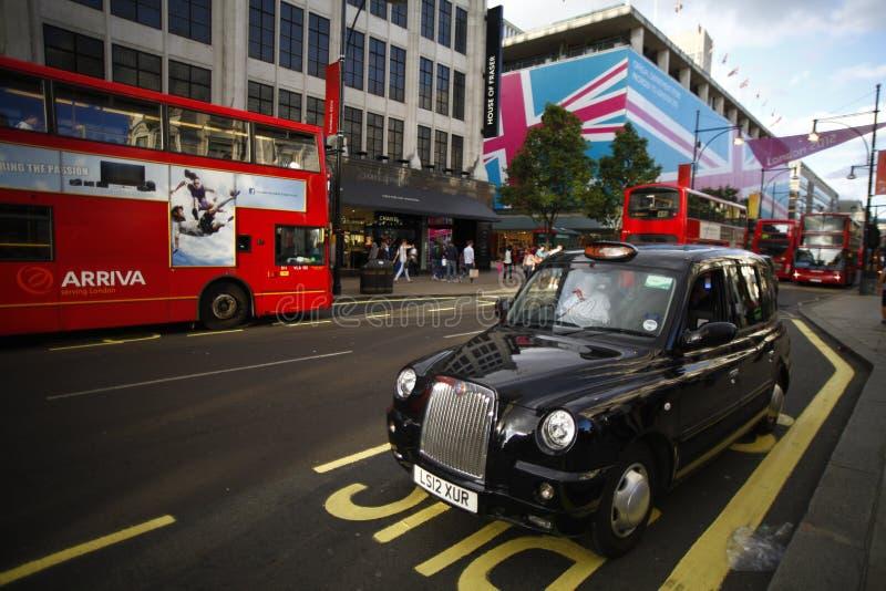 Svart taxi i London arkivbilder