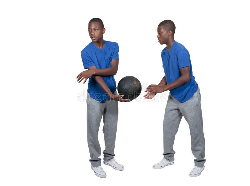 Svart tonårs- basketspelare royaltyfria bilder