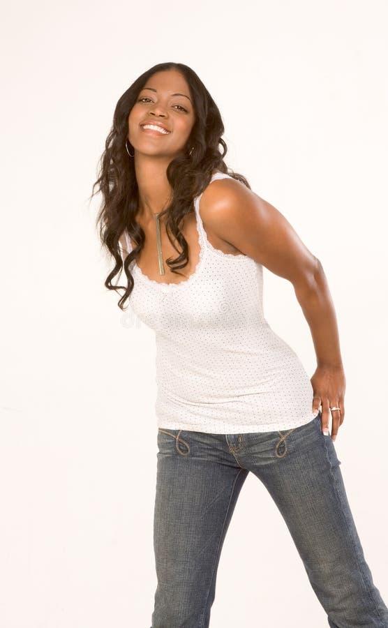 svart vänlig flickajeansärmlös tröja royaltyfri fotografi