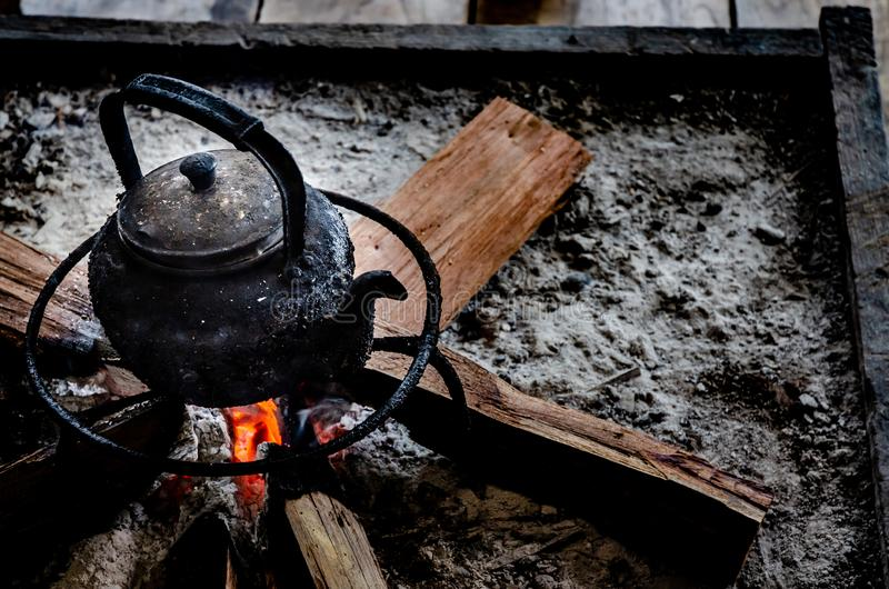 Svart varm kokkärl arkivfoto