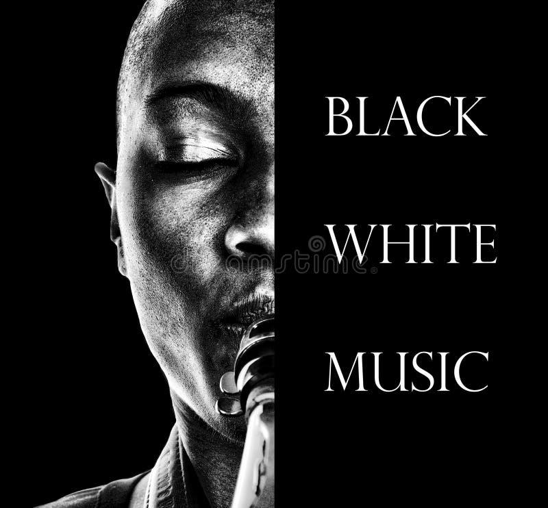Svart, vit, musik och ett horn royaltyfri bild