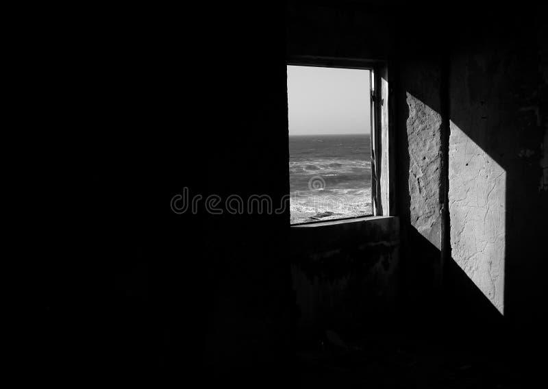 svart vitt fönster royaltyfria bilder