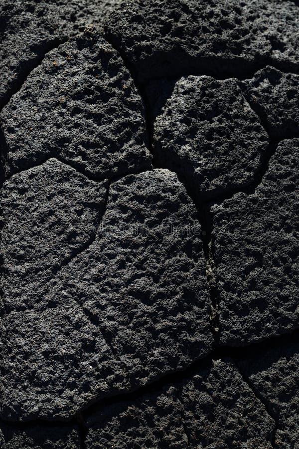 Svart vulkaniskt vaggar från hawaii royaltyfria foton
