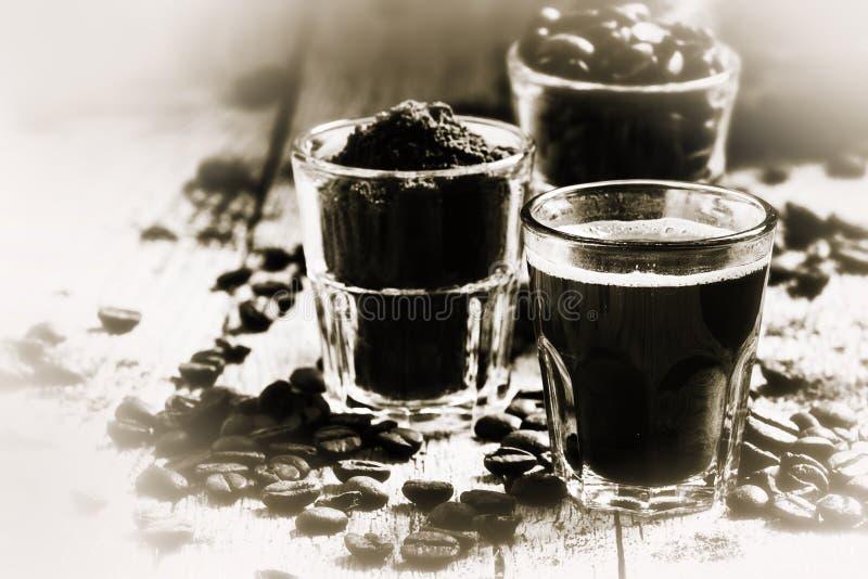 svart white Gammal fotoefterföljd Svart kaffe och ingredien royaltyfria foton