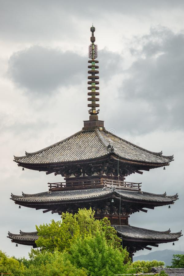 Svart wood tempel i Kyoto arkivfoto