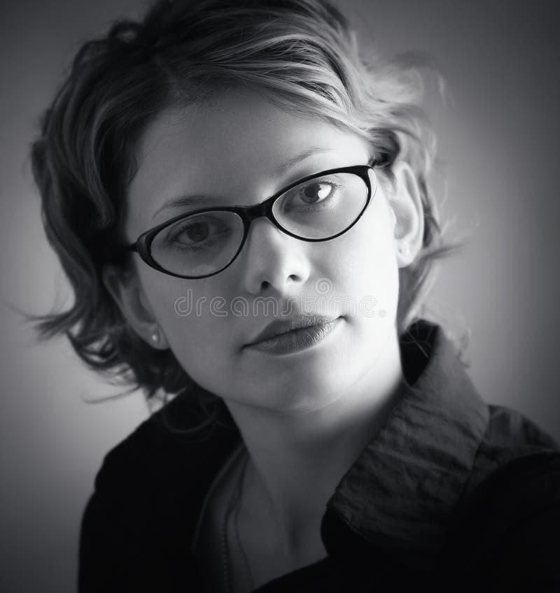 svarta exponeringsglas över nätt kvinna för stående fotografering för bildbyråer