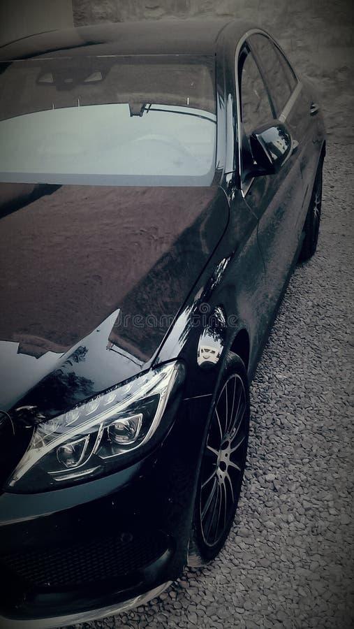 Svarta härliga Mercedes royaltyfria bilder