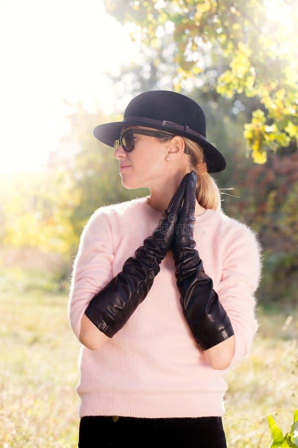 svarta handskar long royaltyfria foton