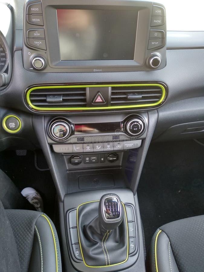 Svarta inre och detaljer av en bil royaltyfria foton