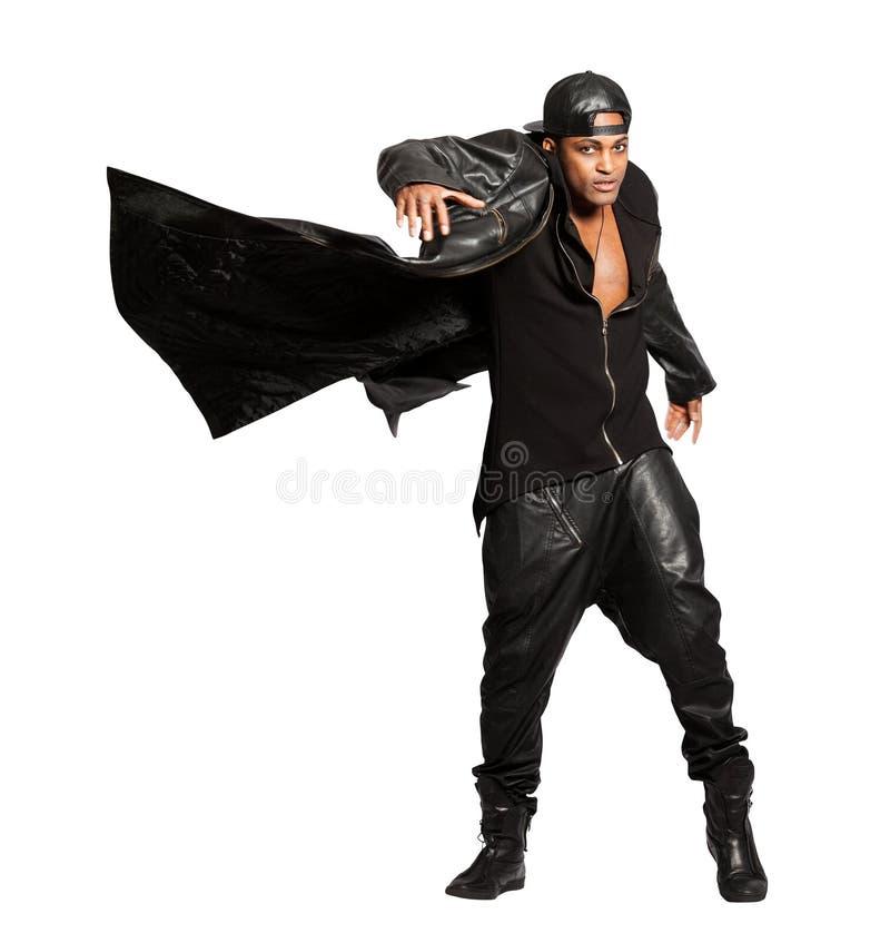 Svarta mannen vaggar läderstil som isoleras på vit Rörelseansvar Tillgänglig PNG arkivfoto