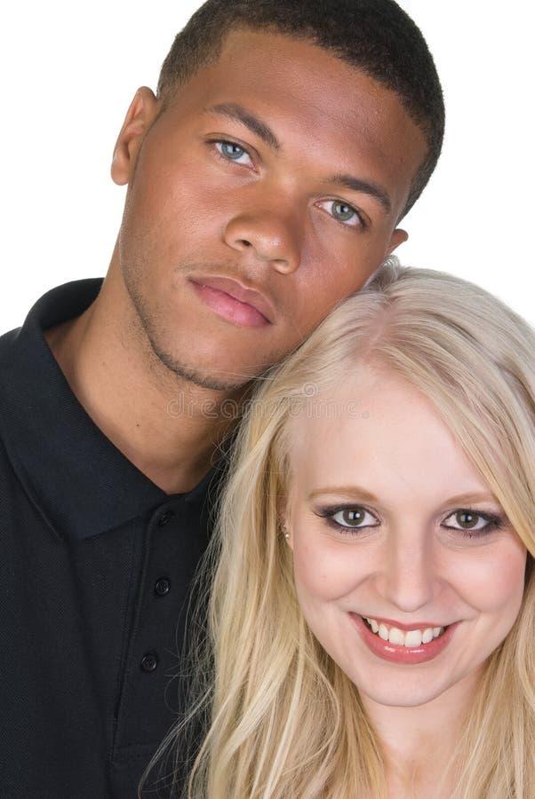 svarta par man den vita kvinnan arkivbilder