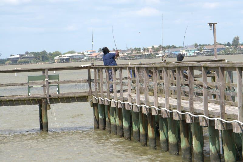 Svarta par Pier Fishing Gulf Coast arkivbild