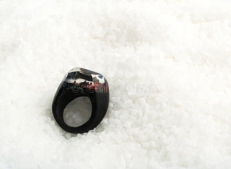 Svarta Ring Epoxy Resin Jewellery royaltyfria foton