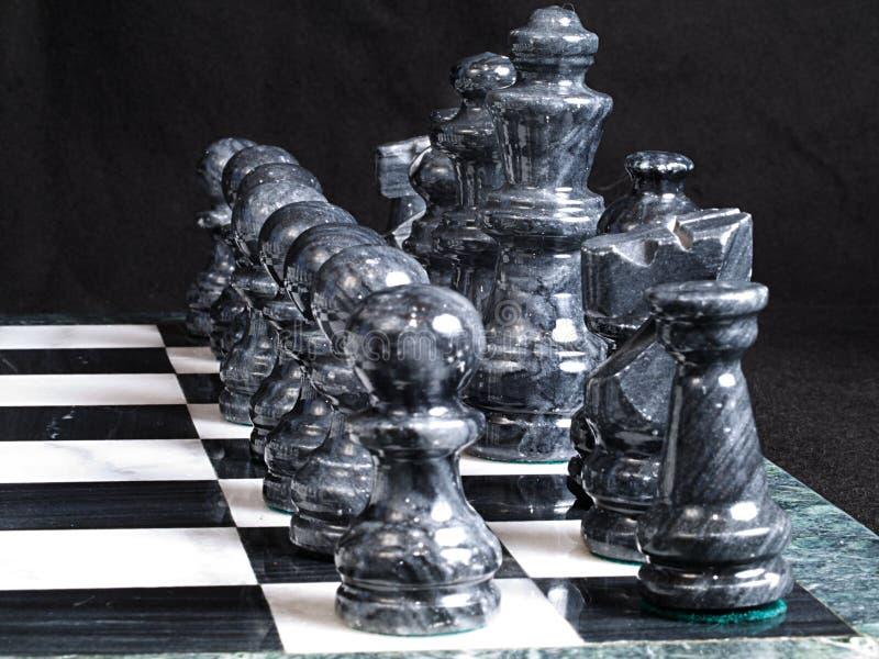 svarta schackstycken fotografering för bildbyråer