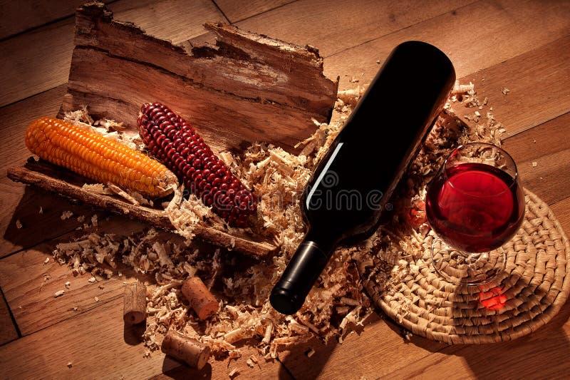 Svarten buteljerar av wine royaltyfria foton