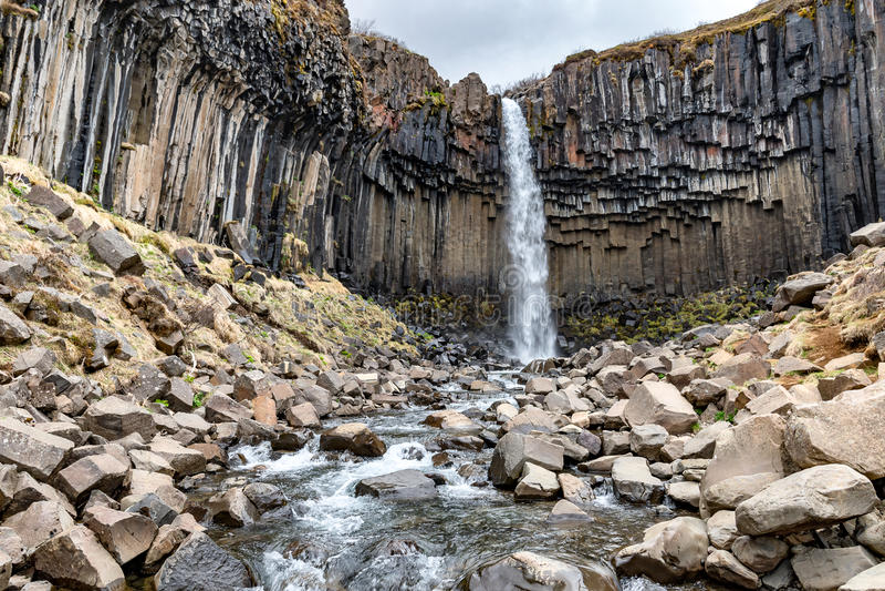 Svartifoss, cascada negra, Islandia imagen de archivo libre de regalías