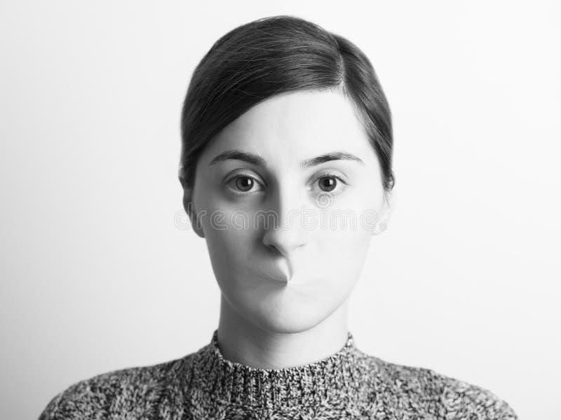 Svartvit abstrakt kvinnastående av yttrandefrihet royaltyfri bild