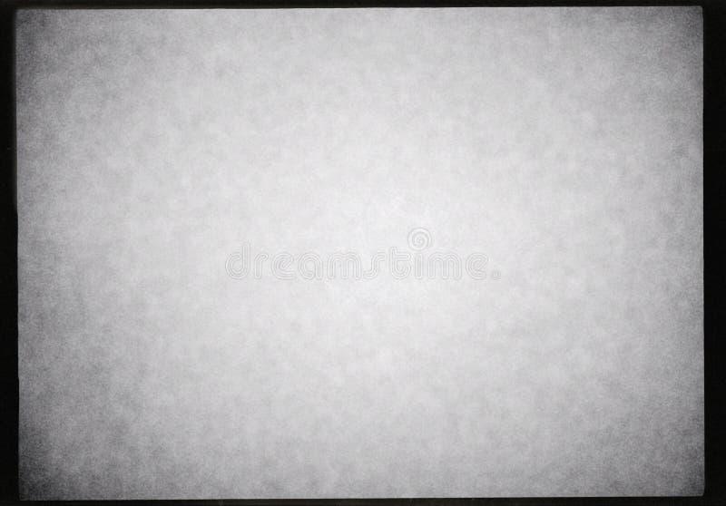 Svartvit bakgrund för ram för fotografisk film med tungt korn och den ljusa läckan royaltyfri bild
