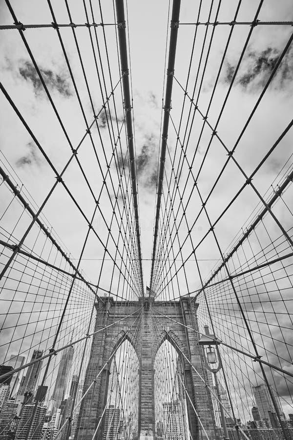 Svartvit bild av den Brooklyn bron, NYC royaltyfri bild