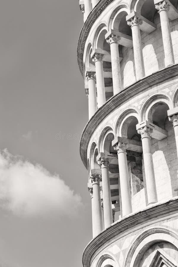 Svartvit bild av det lutande tornet av Pisa arkivfoton