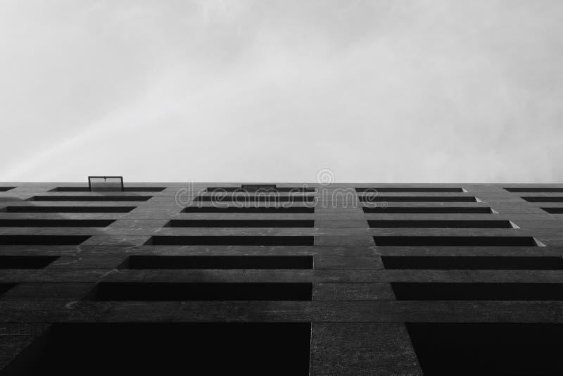 Svartvit byggnad fotografering för bildbyråer