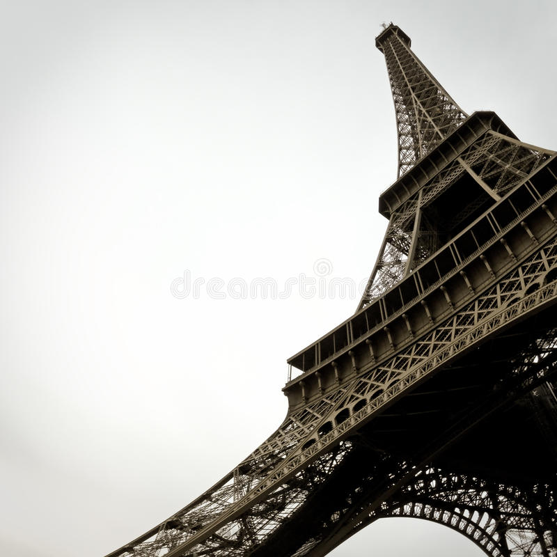 Svartvit Eiffeltorn i staden av Paris Frankrike arkivfoton