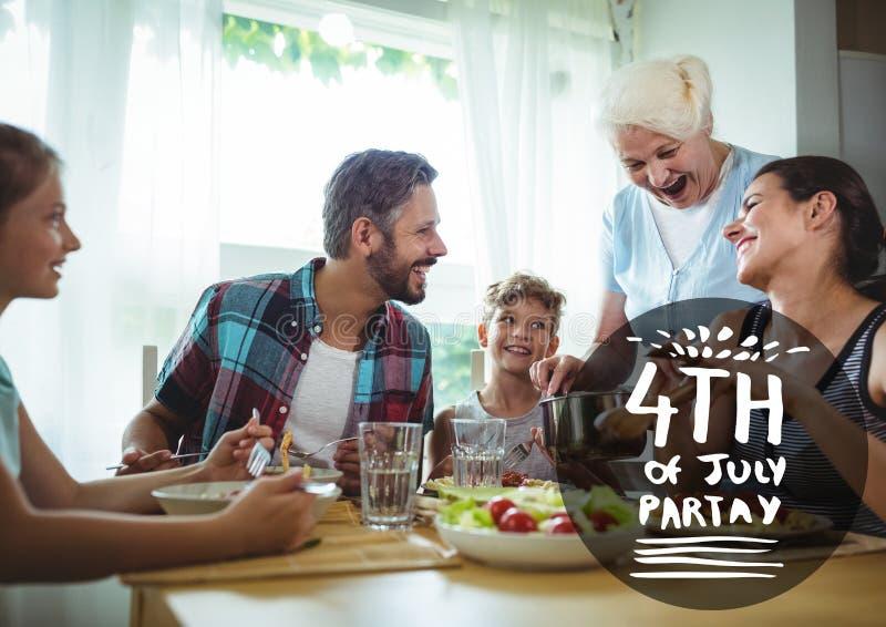 Svartvit fjärdedel av det Juli partidiagrammet mot familjen som äter på tabellen royaltyfria foton