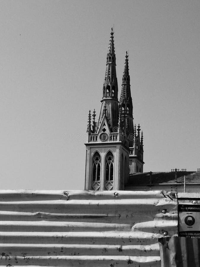 Svartvit kyrka i Barranquilla Colombia royaltyfria foton
