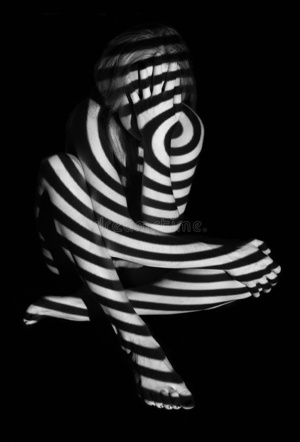 Svartvit projektion på en kvinnlig naken kropp royaltyfri illustrationer