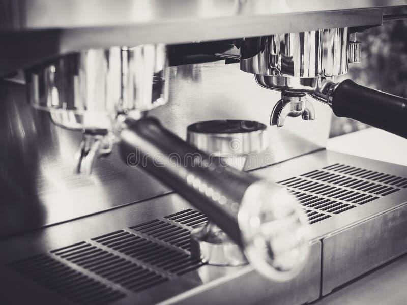 Svartvit restaurang för kaffemaskinkafé fotografering för bildbyråer