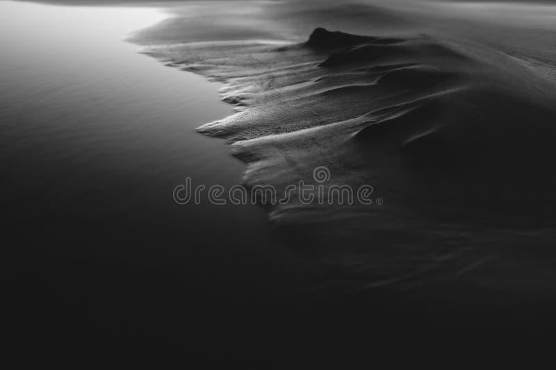 Svartvit sand arkivbild