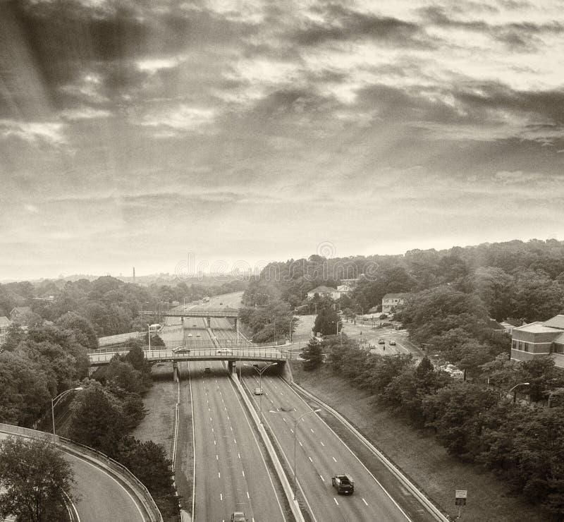 Svartvit sikt av mellanstatlig trafik arkivfoton