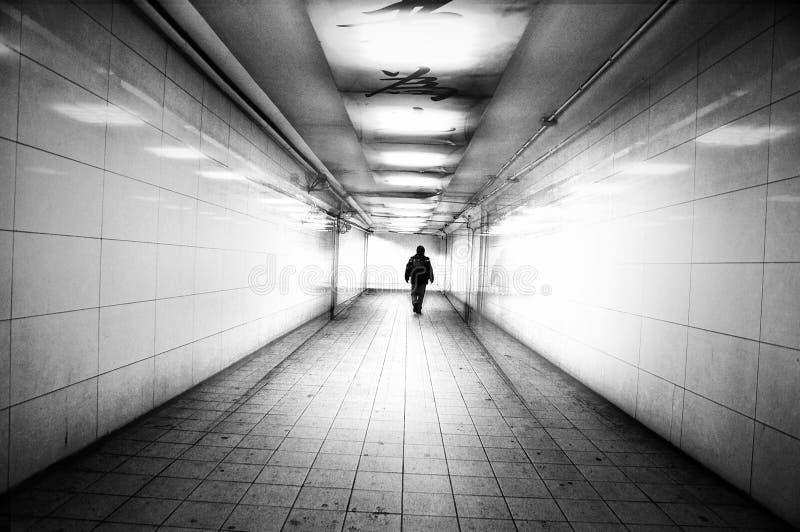 Svartvit tunnel - arkivfoto